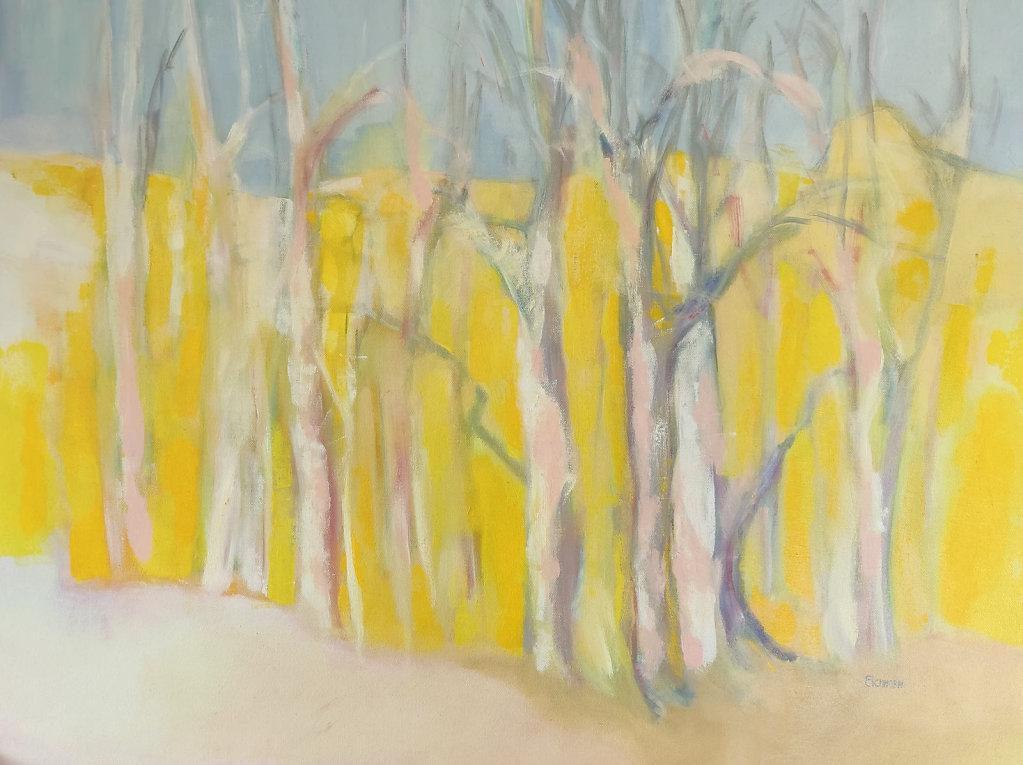 Bäume vor gelbem Hintergrund